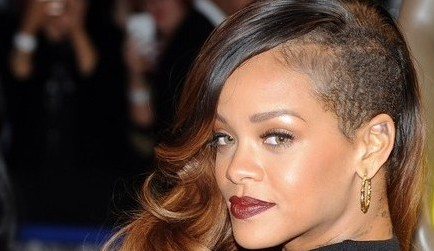 Rihanna-Side-Shaved-Long-Hair-Swept-Curls-e1454354270601